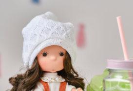 Dzień dobry, poproszę najsłodszą laleczkę w całym sklepie!