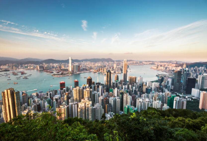 """Strategia """"Zero Covid"""" w Hongkongu powoduje ciągłe zaniepokojenie międzynarodowych podróżnych"""
